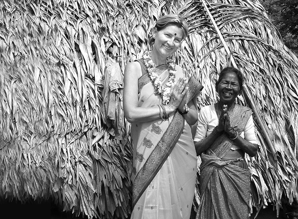 Monika B. privat in einem indischen Dorf